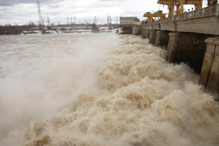 Снижения уровня паводковых вод добились сбросом 8 млн тонн воды через плотину в Дубне