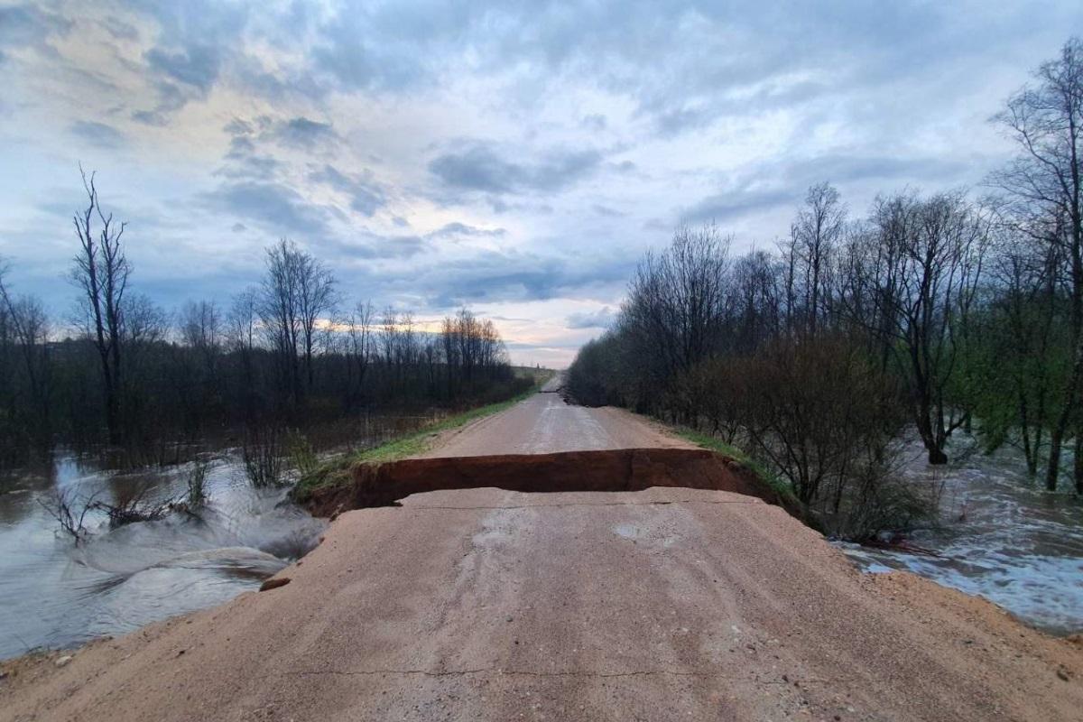 Игорь Руденя назвал недопустимыми разрушения дорожного полотна во время половодья в Тверской области